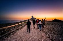 Sunset hiking with AVentoux'Rando