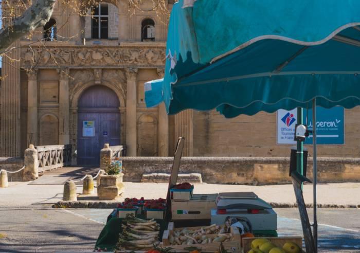 Marché régulier de La Tour d'Aigues
