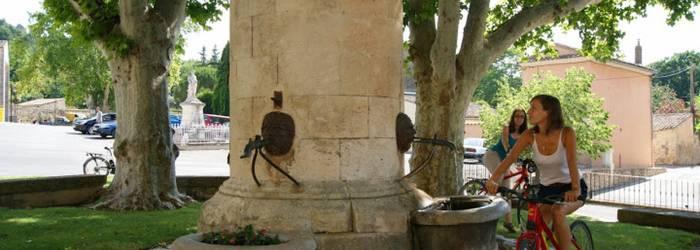 Boucle découverte à vélo : de Vitrolles en Luberon à Peypin d'Aigues.