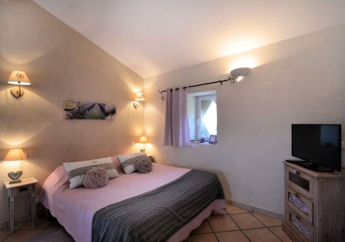 le vignoble en luberon chambre d 39 h tes cucuron chambre d 39 h tes luberon. Black Bedroom Furniture Sets. Home Design Ideas