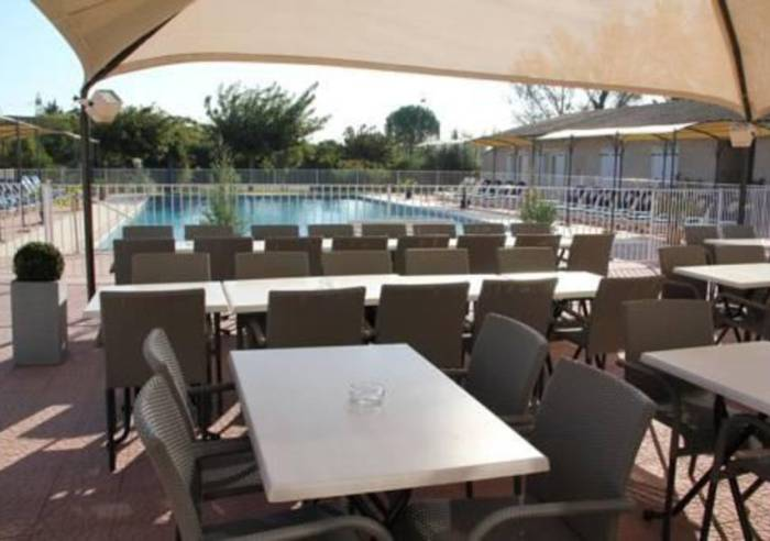 Un grand jardin restaurant le thor vaucluse in for Restaurant le jardin marseille mazargues