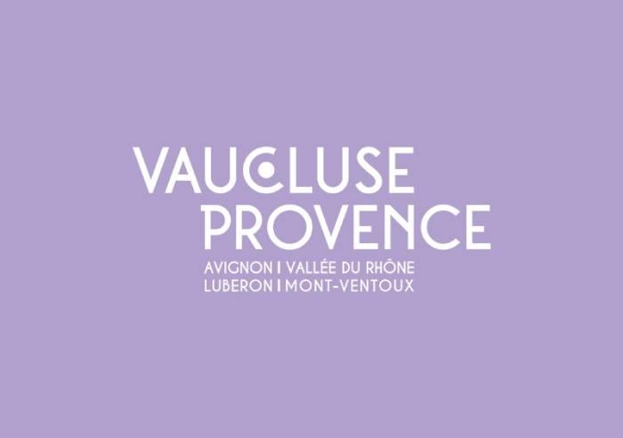 Les Luminessences d'Avignon, monumental show at the Popes Palace