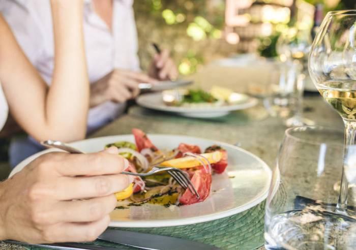 Restaurant c t terrasse restaurant la provence v lo for Cote terrasse